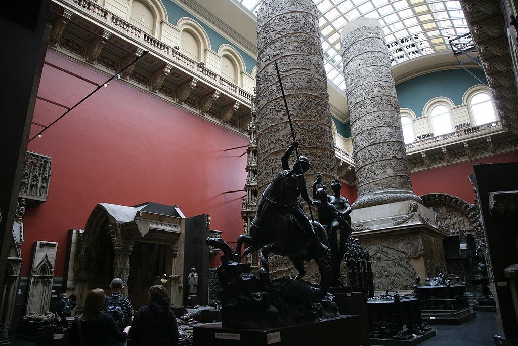 Trajanuskolonnen på Victoria and Albert Museum (Wikipedia)