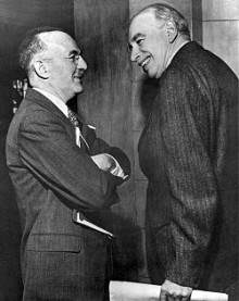 Harry Dexter White och John Maynard Keynes under Bretton Woodskonferensen.