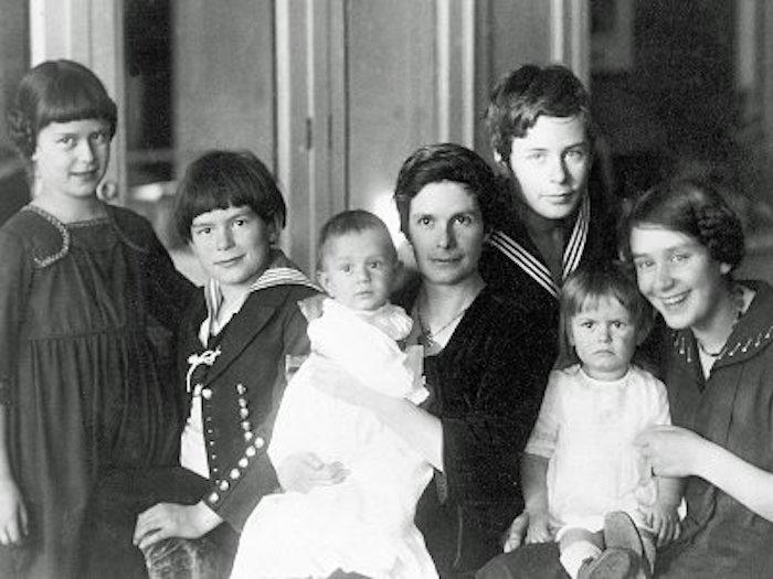 Katia Mann med de sex barnen 1919. Fr v Monika, Golo, Michael, Katia, Klaus, Elisabeth och Erika