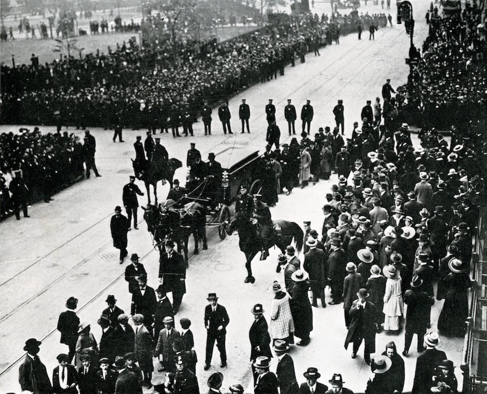 Från Sholem Aleichems begravning i New York 1916, en av då de största i New York med 100 000 sörjande