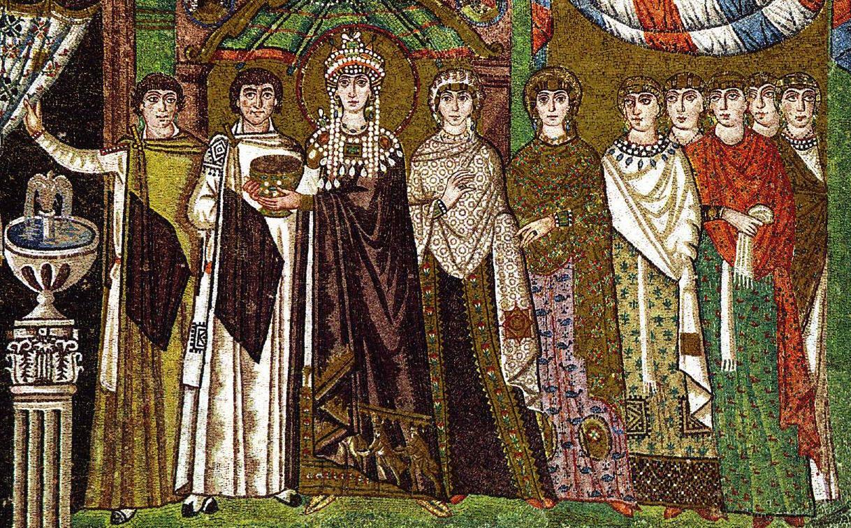 Theodora (ca 500-548) och hennes hov. Mosaik från San Vitale i Ravenna